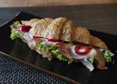 Aroniás -fekete berkenyés- croissant és szendvics